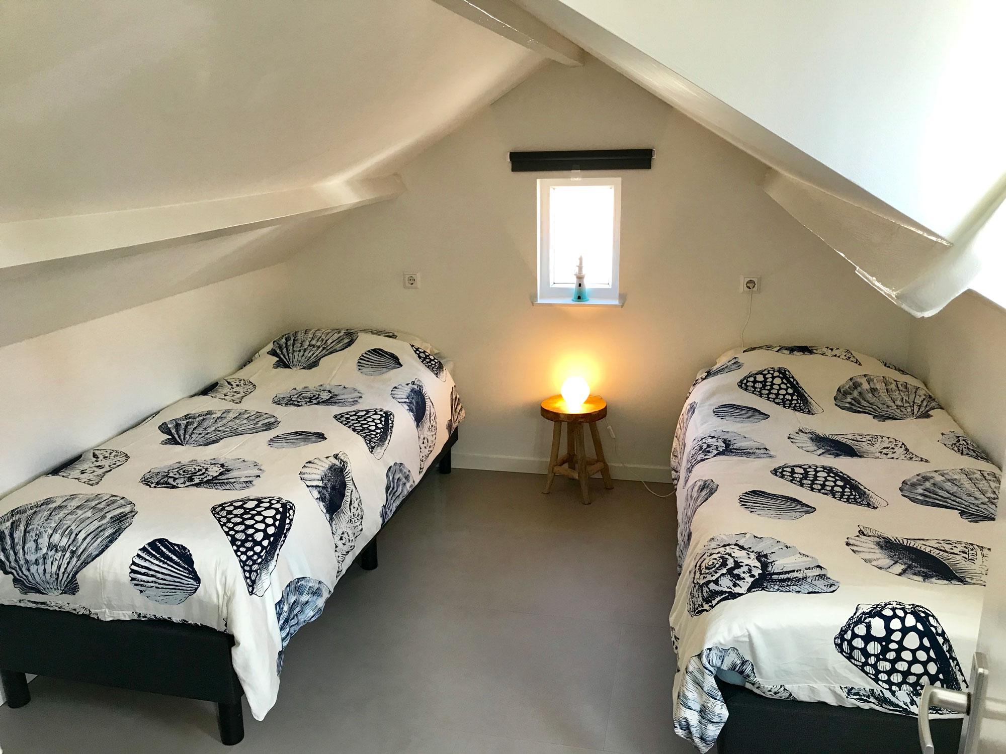 slaapkamer-3-6-persoonshuis-met-lamp-aan